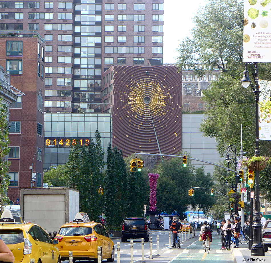 Chihulys chrystal rose tower arrives in union square gothamtogo sciox Image collections